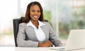 Femme qui a un salaire décent